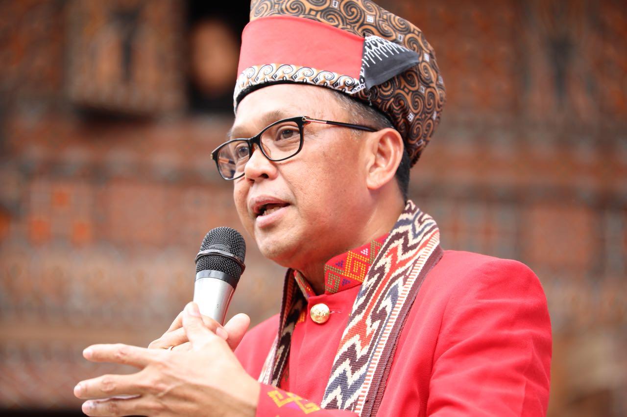 Baju Adat Toraja untuk Laki Laki