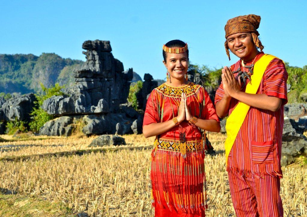 Ciri Khas Baju Adat Toraja