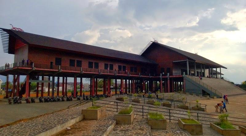 Nama Rumah Adat Kalimantan Barat