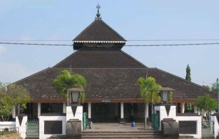 Adat Tajug